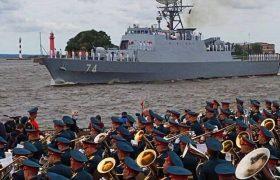 رخنمایی ناوگروه ارتش در سنپترزبورگ/ رکورد دوربرد ترین سفر تاریخ دریانوردی ایران شکسته شد